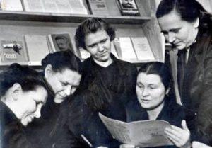 Слева направо: М.П.Арнаутова, Н.Г.Петренко, В.М.Синявская, А.И.Якутина, Г.М.Барамошкина