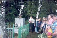 На месте захоронения расстрелянных жителей в п. Первомайском