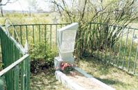 Памятник на месте захоронения воинов, погибших при освобождении Ходиловичей в ноябре 1943 года