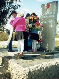 В центре д. Латыши, в братской могиле захоронены воины 258-й стрелковой дивизии 50-й Армии Брянского фронта погибшие в боях с немецко-фашистскими захватчиками в августе-сентябре 1943 года