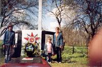 Памятник мирным жителям, погибшим от рук карателей в годы Великой Отечественной войны в д. Вышковичи. Захоронено 72 человека.